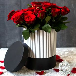 Noble Red roses in a box| Dottedi